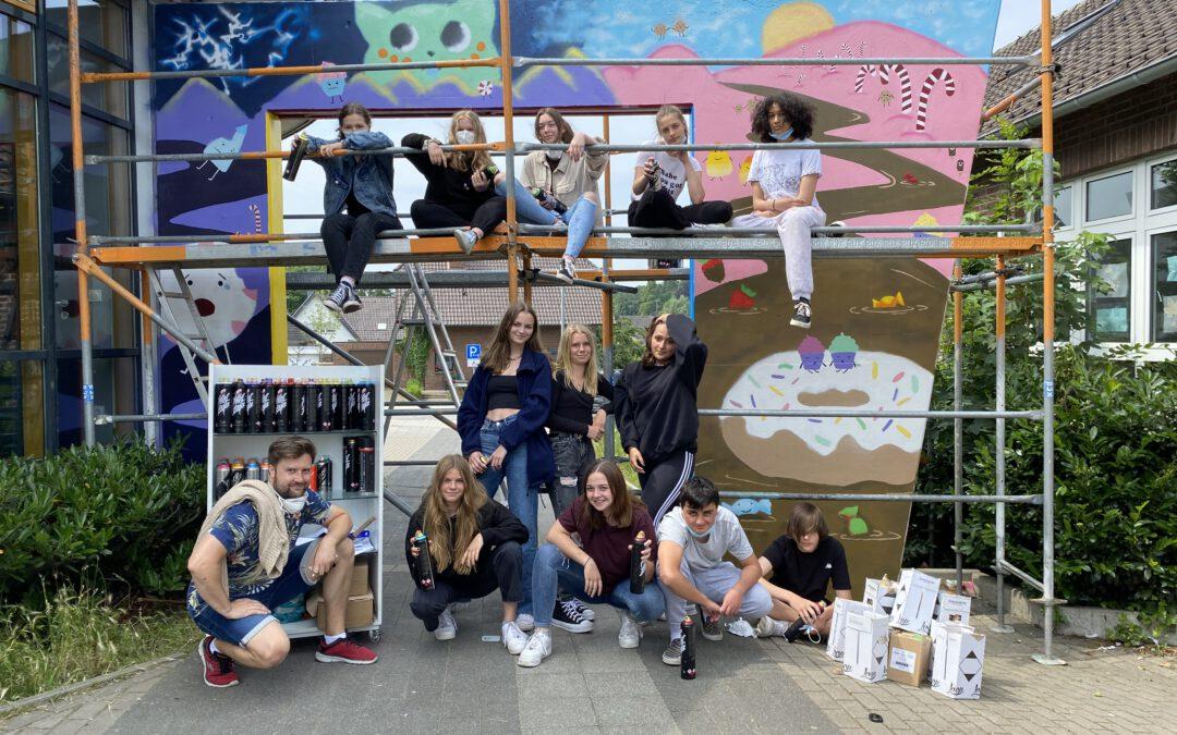 Farbliche Gestaltung mit Graffiti-Spraydosen an der Gesamtschule Hünxe
